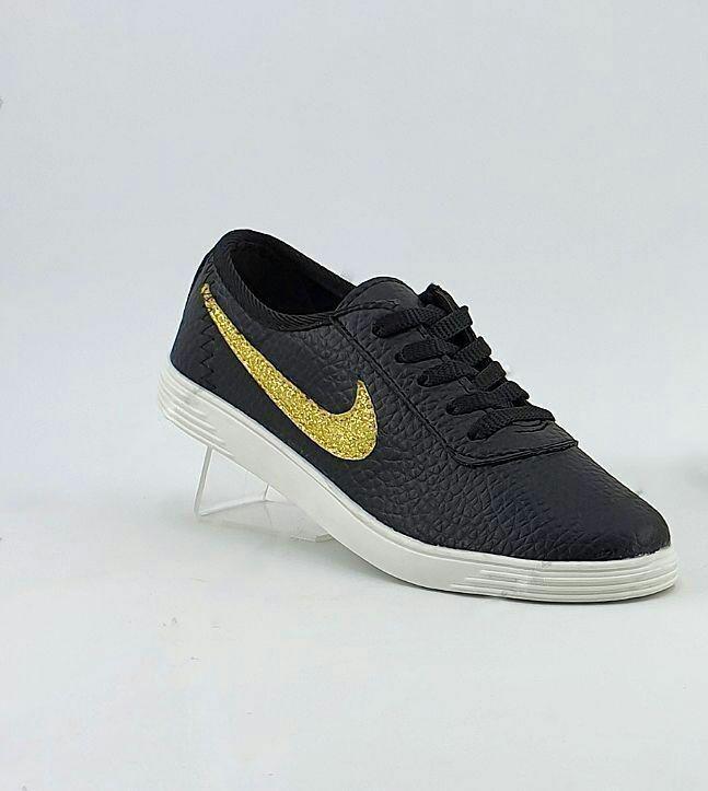 کفش نایک آرم طلایی